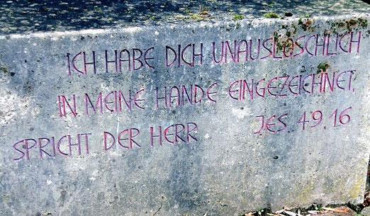Dieser Gedenkstein vor dem Gottlob-Weißer-Haus des heutigen Ev. Diakoniewerks in Schwäbisch-Hall erinnert an die Ermordung (Foto Anne Schaude)
