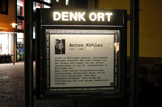 DENK ORT, Nürtingen, bei Nacht, Erinnerung an Anton Köhler, Sinto, Foto: Manuel Werner