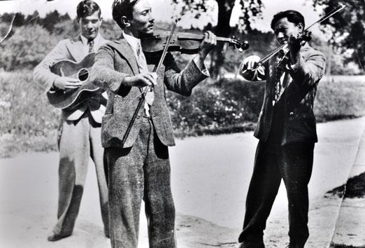 Anton Reinhardt, links, mit seinem Vater Heinrich und seinem Onkel Karl (rechts), 2. Hälfte der 30er-Jahre, Foto: privat, alle Rechte vorbehalten!