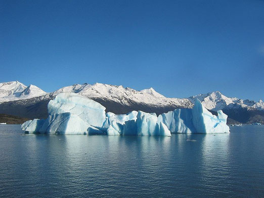 https://commons.wikimedia.org/wiki/File:Glacial_iceberg_in_Argentina.jpg