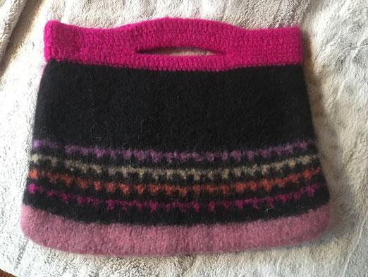 Henkteltasche Schwarz-Pink