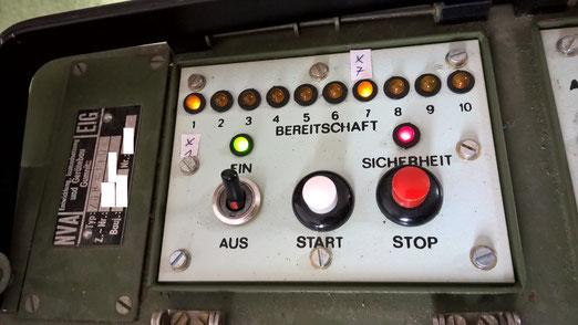 Steuerteil der Zündmaschine. Sie diente in der NVA zum Abschuss von Gefechtsfeldbeleuchtung.