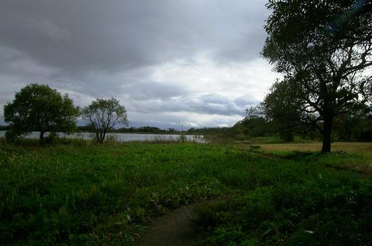 雨あがりの湖畔