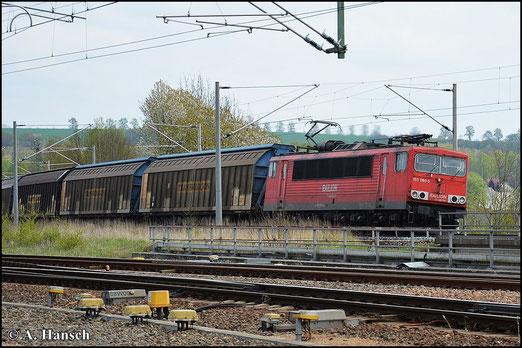 Am 1. Mai 2015 zieht 155 080-5 den über Chemnitz umgeleiteten GA 52813 durch den Bf. Glauchau