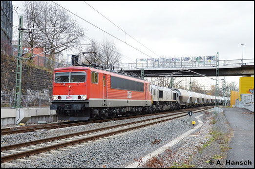 Am 14. November 2015 wird DGS 88979 über Chemnitz Hbf. umgeleitet. 155 059-9 (MEG 710) leistet 266 442-3 (MEG 247 042-5) Vorspann an der langen Leine