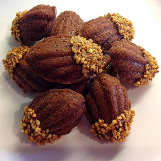 Madeleines met chocolade en hazelnoot.