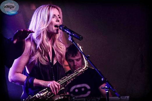 Candy Dulfer holenderska saksofonistka 2,5 milonów sprzedanych płyt. Moim zdaniem więcej show(u) jak Jazzu. No ale cóż sława to sława! Trzeba było focić