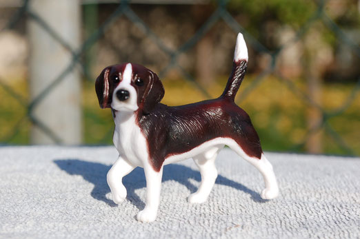 """Breyer Beagle"""