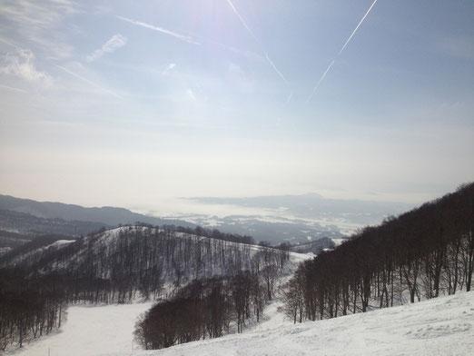 猪苗代湖のすぐそばにあるアルツ磐梯。今日は快晴!