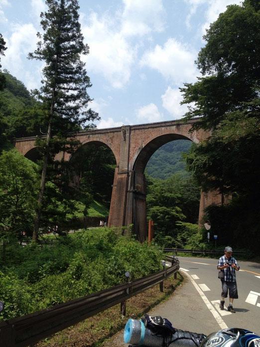 妙義山を通ったら18号で碓氷峠へ。めがね橋!