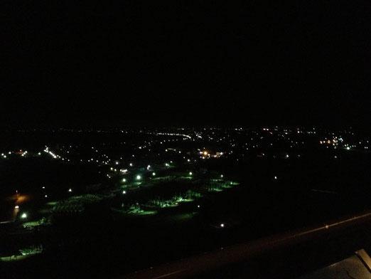 到着。ここが展望台からの眺め。って、あいぽんだと暗くてわからんな。本物はもっと明るくて綺麗なんだぞ!