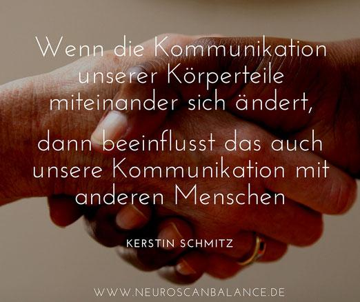 """Zitat Kerstin Schmitz: """"Wenn die Kommunikation unserer Körperteile miteinander sich ändert, dann beeinflusst das auch unsere Kommunikation mit anderen Menschen"""