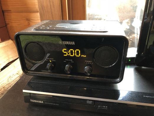 レトロなYAMAHAのアンプスピーカーがあります。重厚な重低音!Bluetoothレシーバーもあります。