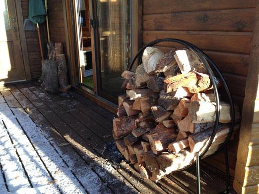 冬用の薪もためてます(別料金)