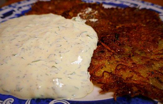 Kartoffelpuffer mit cremigen Bärlauchdipp, auch vegan möglich