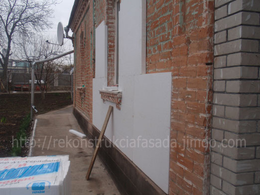 очистка стен, от старой краски, грунтовка , приклеивание пенопласта, г. Умань