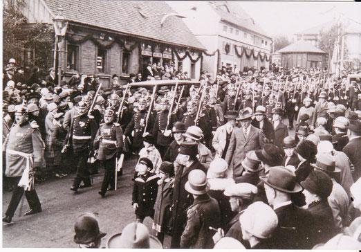 Festumzug zur 200-Jahr-Feier 1928 (Postkreuzung)