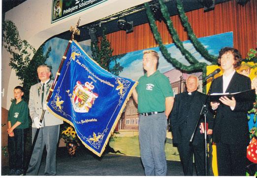 Fahnenweihe der neuen vom Fürst von und zu Liechtenstein gestifteten  Vereinsfahne  durch die evang. u. kath. Pastoren anlässlich des 275. Jubiläums!