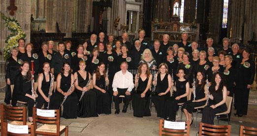 Ensemble Vocale Cantique avec The Guildhall Oboe Ensemble de Londres a la Cathédral de Limoges. Ensemble Vocale Cantique with The Guildhall Oboe Ensemble of London at Limoges Cathedral.
