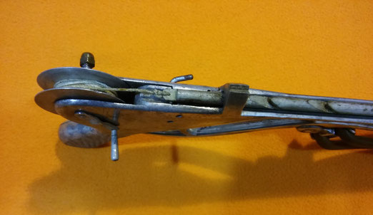 Fusil Minguens, con carrete incorporado en la empuñadura.