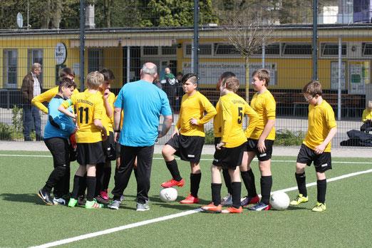 TuS D3-Jugend vor dem Anpfiff ihres Spiels gegen die D3 der SpVgg. Schonnebeck. - Foto: mal.