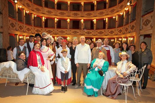 La compagnia al teatro di Treia con La zia di Carlo. 18 gennaio 2014.