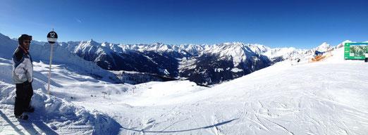 Am nächsten Morgen erwartet uns wieder ein blitzblauer Skitag.