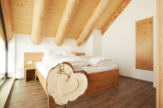 A warm welcome to your wooden chalets TyroLadis