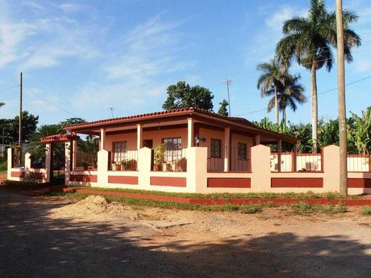 Casa Renga y Julia Vinales Cuba