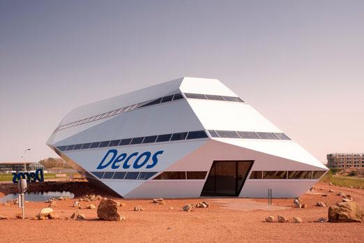 Kantoorgebouw Decos meteoriet in ruimtelandschap, naar ontwerp van Inbo