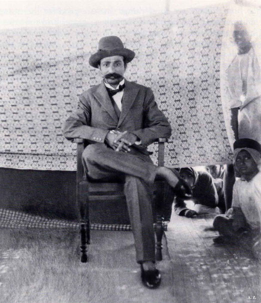 1928 : Meher Baba dressed in a Western suit in Toka, India. Courtesy of LM p. 1108