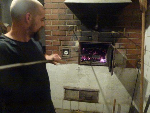 Mit Pizza für alle aus unserem Holzbackofen