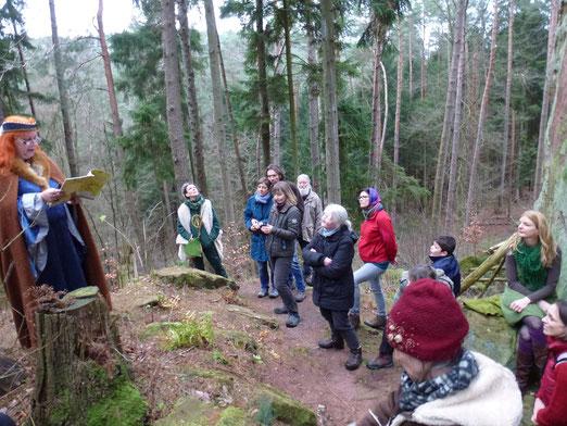 Wintersonnenwende mit Märchen im Wald