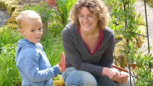 Die handgefertigten Tonschilder für den Kräutergarten sind da! Danke Wanda!