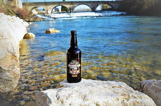 bière brune brasserie de saint genix sur guiers près d'aoste et les abrets