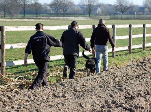 Fährtenarbeit 02.03.14 Andreas, Jürgen und Alessandro