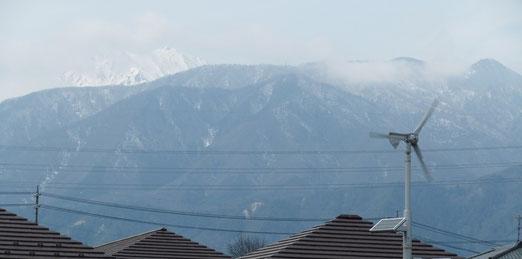 雲間に北アルプスの山々が