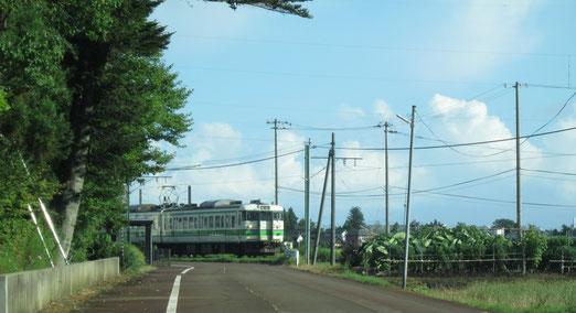国上(くがみ)の国上寺(こくじょうじ)を後に、越後線粟生津(あおうづ)を通り、弥彦線を渡り、新潟市へ