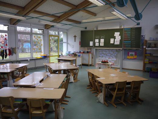 Eins von acht Klassenzimmern