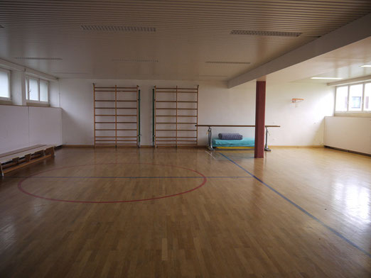 Gymnastiksaal im Kellergeschoss