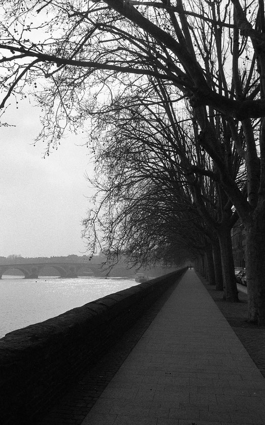 Tristesse romantique. Photo intemporelle. Mes quais et ma Garonne.