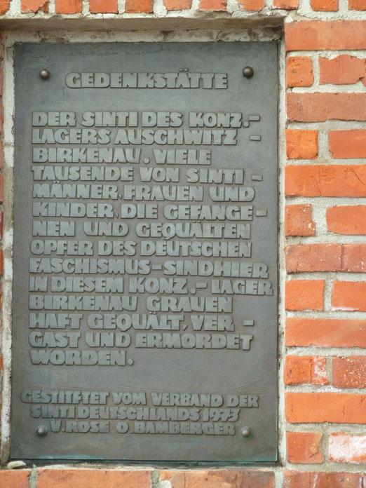 Gedenktafel der Gedenkstätte der Sinti des Vernichtungslagers Auschwitz-Birkenau, Foto: Michaela Saliari, alle Rechte vorbehalten!