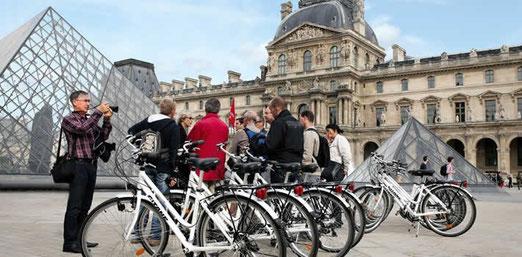 visite guidée de paris à vélo au louvre