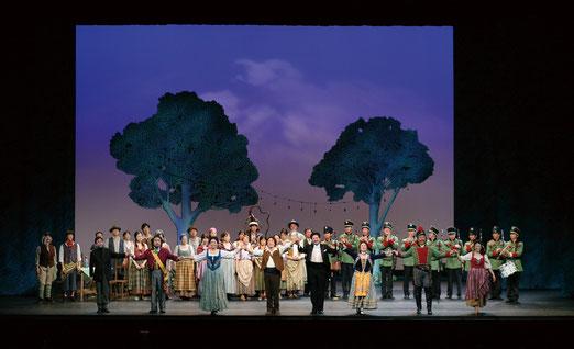 平成22年度アクロス福岡公演「愛の妙薬」より