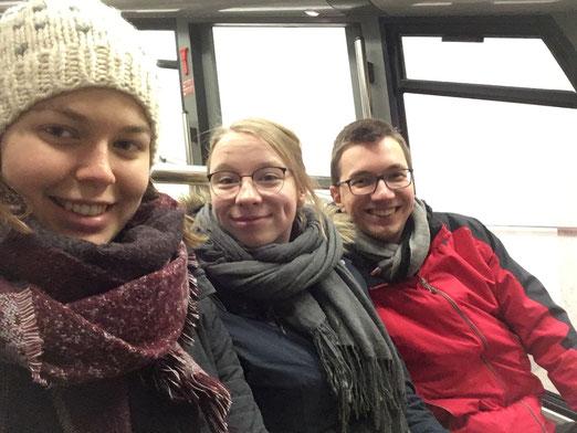 Greta Hartmann, Josephine Metasch und Martin Schäfer in Bergen