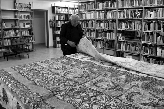 Prof. Emmanuel Anati. Study of Tapa cloth.