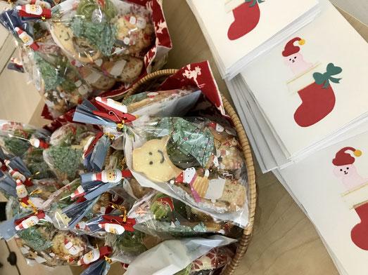バンビーニクレアーレ幼児教室のクリスマス会で、ホームメイドくきーとクリスマスカードをプレゼントとして渡しました。