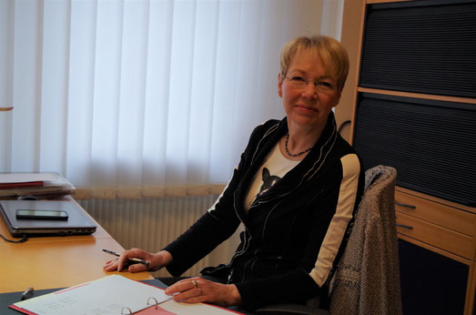 Jutta Marquardt, Institutsleiterin