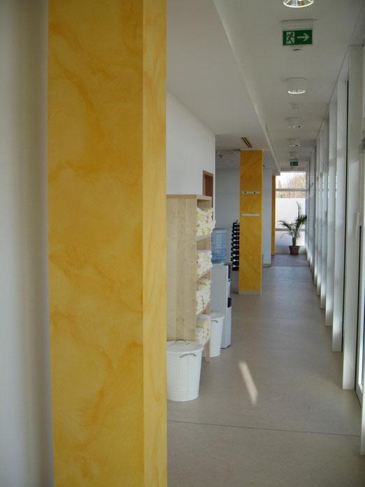 Wandmarmorierung im Wellnessbereich eines Hotels