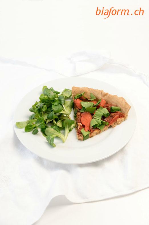 gesunde Pizza, Pizza mit Bärlauch, Pizza mit Lachs, Pizza mit Dinkelteig, Pizza mit Dinkel, Bärlauch, Lachs